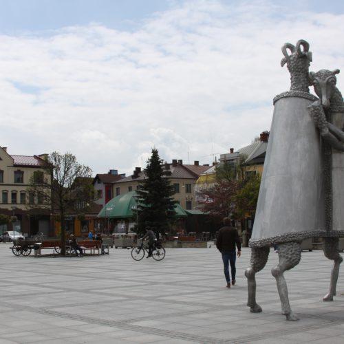 Pomnik - Dialog